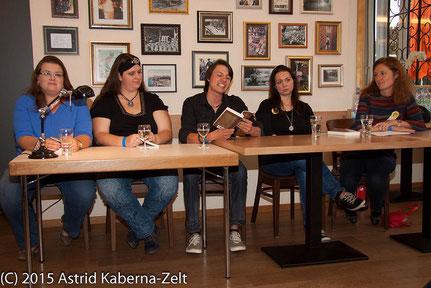 Ohneohren Lesepanel. V.l.n.r.: Veronika Lackerbauer, Magdalena Ecker, Cairiel Ari, ich (mit Dorothe Zürcher)