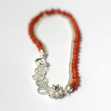 bloedkoralen armband, zeeuwse armband in zilver en bloedkoraal, handgemaakte sieraden