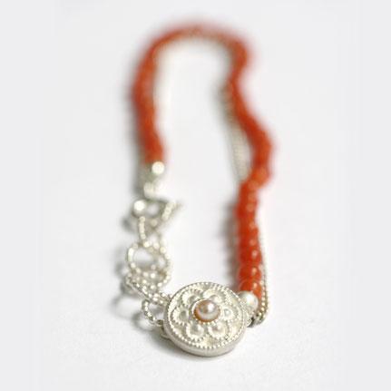 bloedkoralen sieraden, zeeuws bloedkoralen armband, zeeuwse knoop armband, handgemaakte sieraden