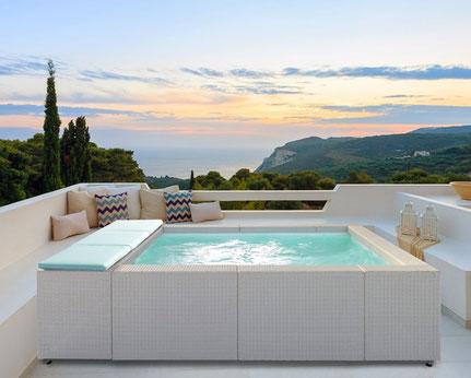 Monter mini piscine en kit sur balcon ou terrasse avec filtration, balnéo et chauffage Laghetto Alès proche saint jean du gard