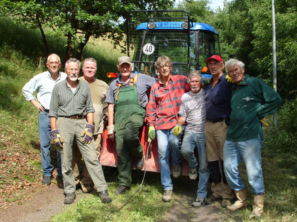 Skihütte: Clubmitglieder bei Erhaltungsarbeiten 2011.