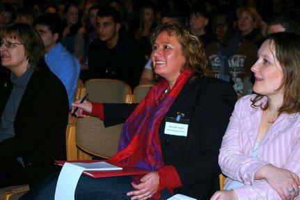 Kerstin Tack MdB und Franziska Schröder (FES) bei der Abschlussveranstaltung