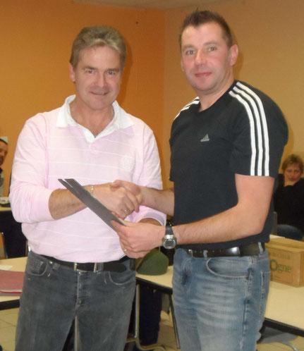 Ch Carette remet le prix du champion de France Bagadais Français à St Wrobel