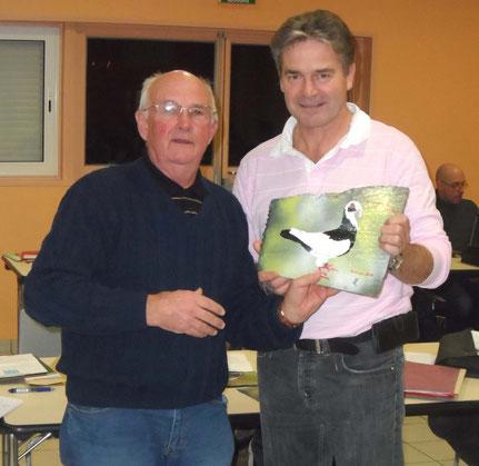 J Poncelet remet le prix du champion et vice champion de France Nuremberg à Ch Carette