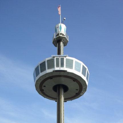 De 'Sky Tower' met vermoedelijk het onderstel van 'Zeppelin I'