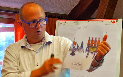 2016 Slagharendirecteur Wouter Dekkers, presenteert de schetsen voor de achtbaantrein van de 'Gold Rush'