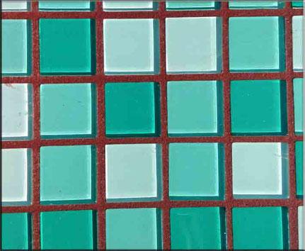 Kaminroter Mosaikfugenmörtel vom Fliesenlegermeister erprobt