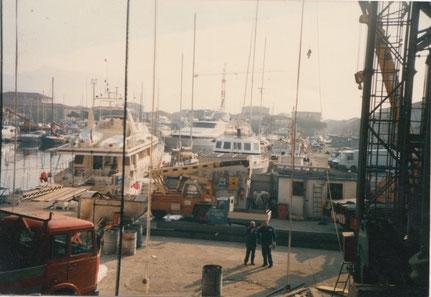 Vinicio ai cantieri navali Azimut a Viareggio con un suo collaboratore