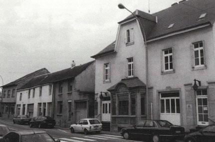 1999 - Douansbüroen an hannendrun den Balon.