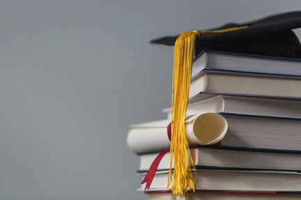 Livres et diplôme étudiant