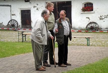 Die Richter von links: unser Ehrenvorsitzende August Wilhelm König, der Richteranwärter Peter Cosack und der Zuchtwart des Verbandes Otger Buß