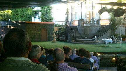 Freilichtbühne mit Publikum