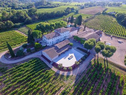 Le Chateau Clastron de nos jours, rebaptisé Chateau Réva . son vignoble et Ses toitures où attérit le Sergent TUCKER