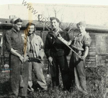 Sylvain JEAN-BAPTISTE à droite, a ses cotés Dominique LOGIACCO et deux de ses camarades pionniers. Allemagne 1945.