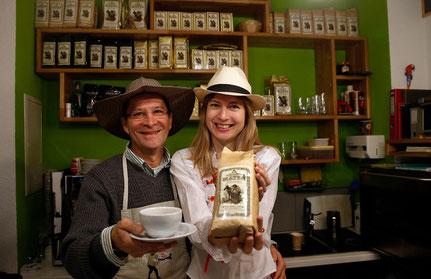Venden su propio café: Jairo & Isabelle Arango en su tienda en Berna.