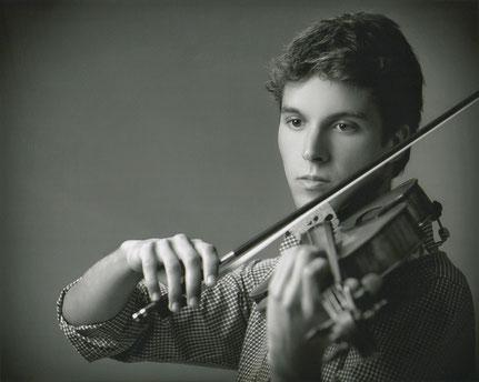 Alejandro Regueira Caumel, Viola,