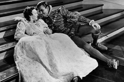 Bette Davis und Erol Flyn in dem Spielfilm »Günstling einer Königin«, Regie: Michael Curtiz, 1939
