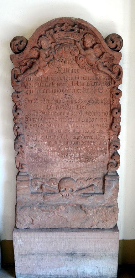 Grabstein von Pfarrer Conrad Künßler (1681-1735)