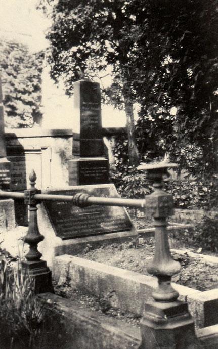 Grabstätte von Bernhard und Wilhelmine Schwab und der Schwiegertochter Marie geb. Kaechelen