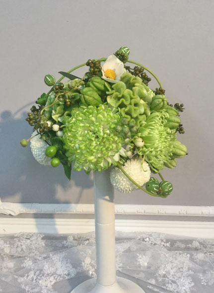 秋の花材を使った 白×グリーン ブーケ