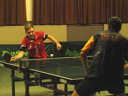 Nico Beck (links) im Spitzenspiel gegen Stefan Börner.