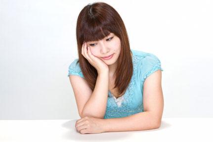 脊柱管狭窄症の腰痛に悩む女性