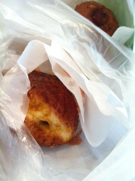 熱々の揚げパンを頂いた!超~~~まいう~♪ 有田さんありがとうございました。