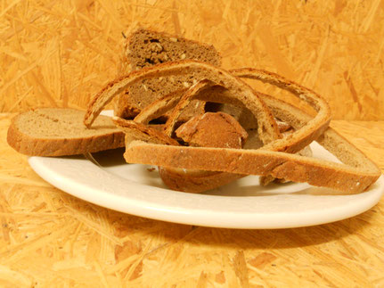 Hartes Brot (nur für Mast oder hochsäugende Häsinnen)