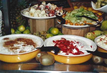 Vielfältige Speisenangebote sind mit Nutri-Score zu bewerten.