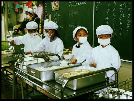 Japans perfekte Organisation des Schulessens
