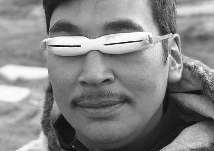 inuit mit brille