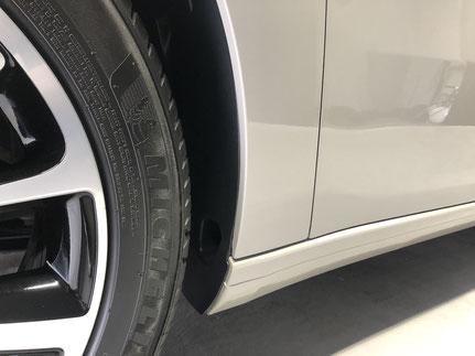 輸入車の細部洗浄クレンジング