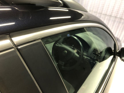 車の金属アルミモールのクリーニング