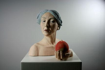 Meggi Rochell, Knackig Frisch, 2018, Steinzeugton, Engoben, Glasur, 50x40x35 cm