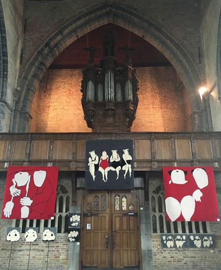 Wandtapijten van Mieke Drossaert in de Onze-Lieve-Vrouwekerk van Damme