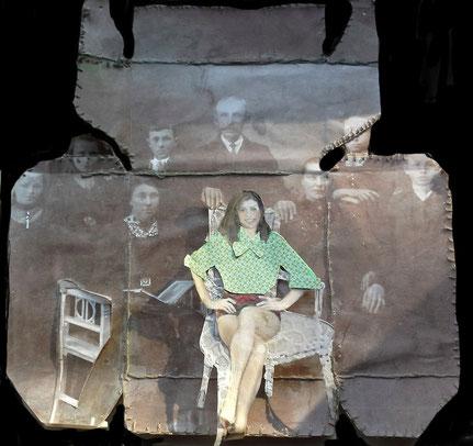 My ancestors. -oude foto's, draad,plaatjes in een uitgevouwen theedoosje
