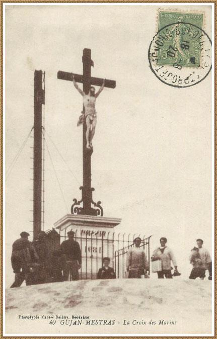 Gujan-Mestras autrefois : en 1920, la Croix des Marins et le phare sur la Jetée du Christ au Port de Larros, Bassin d'Arcachon (carte postale, collection privée)