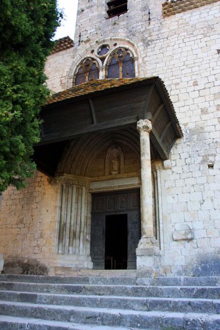 Bild: Eingangsportal der Kapelle Notre-Dame-de-Beauvoir in Moustiers-Saint-Marie