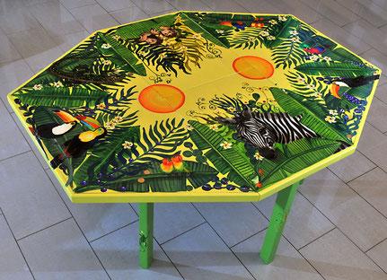 Tisch gross