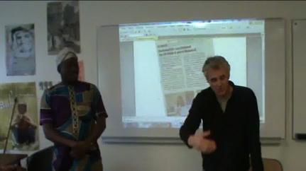 20 novembre 2014 : André Todjé, président de GSADE-ONG et Pierre-Marie BINET, président de Grand-Lieu/Nokoué, présentent le projet du cybercentre aux élèves du collège Petite Lande de Rezé