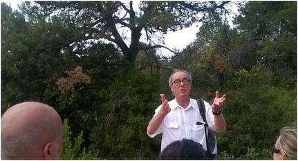 Albert Dilax, président des Marbrières devant les visiteurs