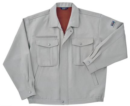 上着はホシ服装さんの5210ブルゾンのスモークグレーです。