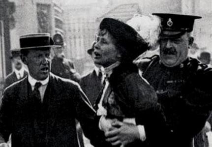 Suffragette Emily Pankhurst  anholdes af politiet i London
