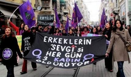 Demo arr.  af  feministisk socialistiske kollektiver i Istanbul