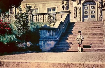 Villa Max Pfau auf einem alten Dia (der Kleine bin ich)