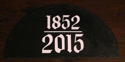 Schieferplatte mit Jahreszahlen