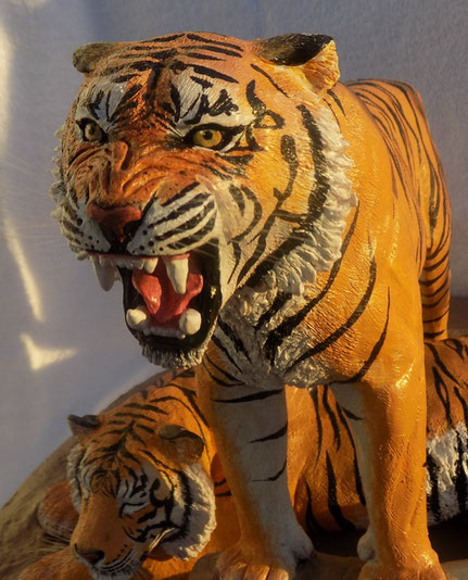 Dr. Coldwell IBMS Auftragsarbeit modellierter brüllender Tiger überreicht durch Angelika Haßenpflug im Maritim Hotel Hannover 2018, Skulptur Unikat  www.ah-living-art.de