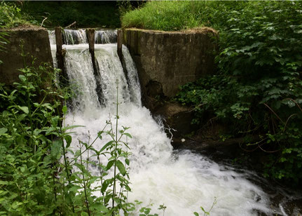 Déversoir de Senlis dans la digue, classé Monument historique.