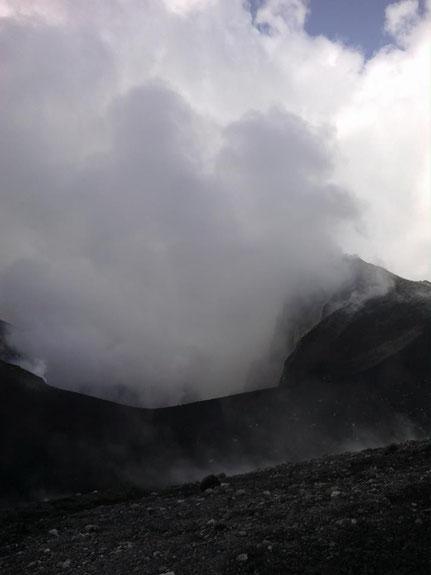 PHOTO: Vincenzo Greco. Foto scattata dal fianco meridionale del cratere di Nord-Est che ritrae la terrazza craterica in data 19/08/2013