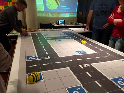 Spiel mit programmierbaren Bienen